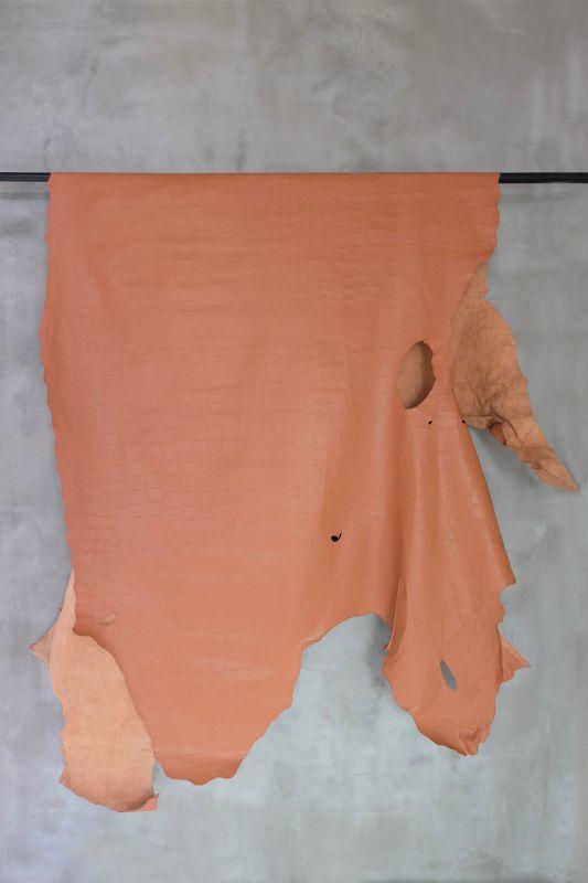 画像1: 牛 ミシシッピワニ型押し ペールオレンジ (1)