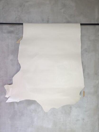 画像1: 牛 オイルヌメ オフホワイト (1)
