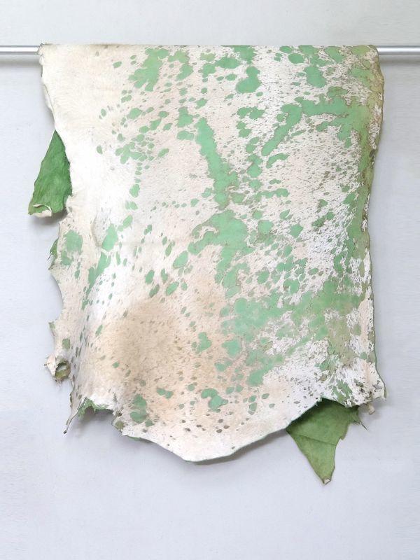 画像1: 牛 マンダラ毛皮 ホワイト×グリーン (1)